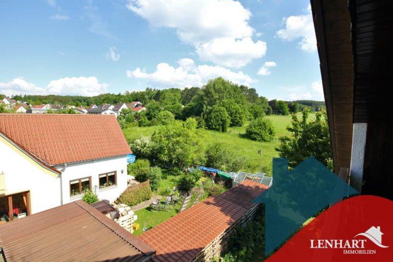 Dachgeschosswohnung-Diedorf-Ausblick_Loggia