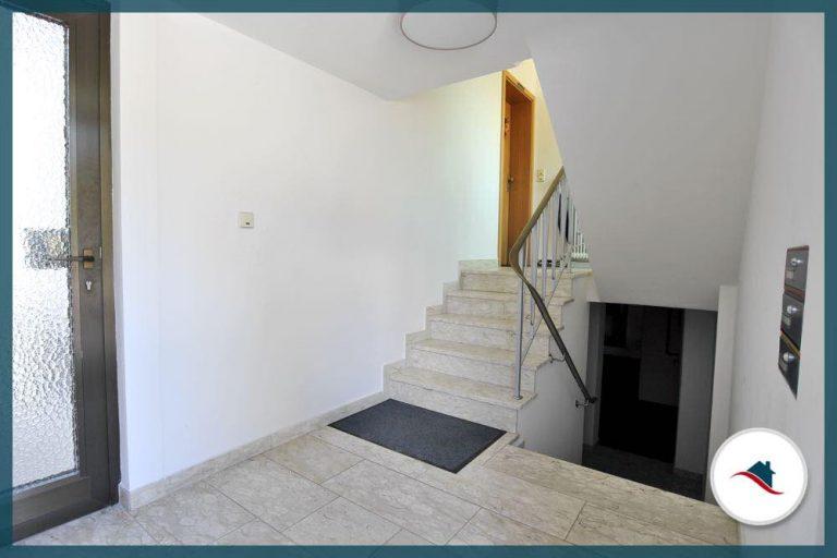 Dachgeschosswohnung-Diedorf-Eingangsbereich
