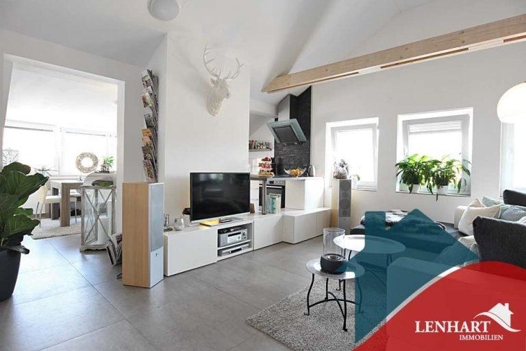 Dachgeschosswohnung-Haunstetten-Wohnbereich
