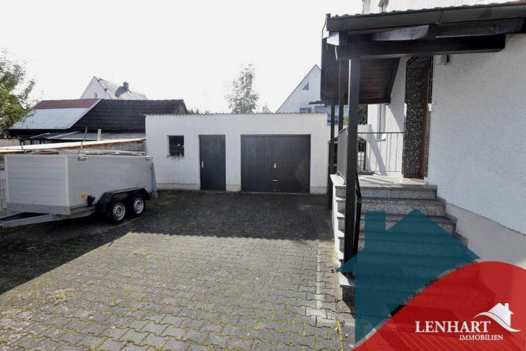 Doppelhaushälfte-Illertissen-Hof-Garage-Eingang