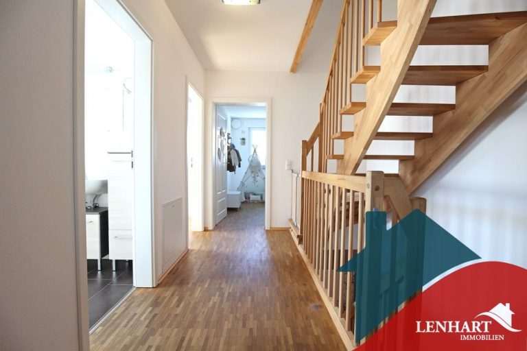 Doppelhaushälfte-Ottobeuren-Flur_OG_Treppe