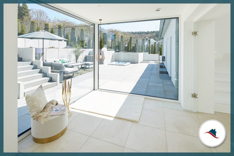 Einfamilienhaus-Krumbach-Windfang-TerrasseOst