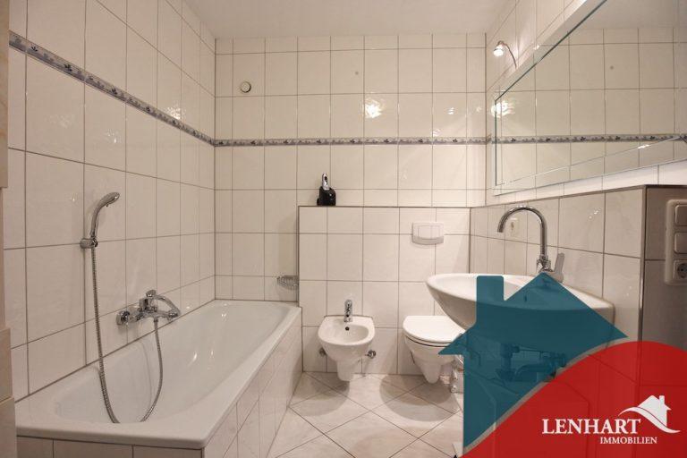Erdgeschosswohnung-Stadtbergen-Badezimmer