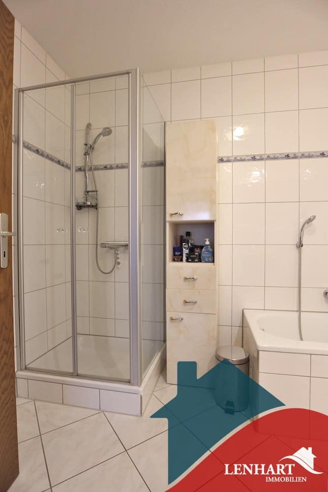 Erdgeschosswohnung-Stadtbergen-BadezimmerDusche