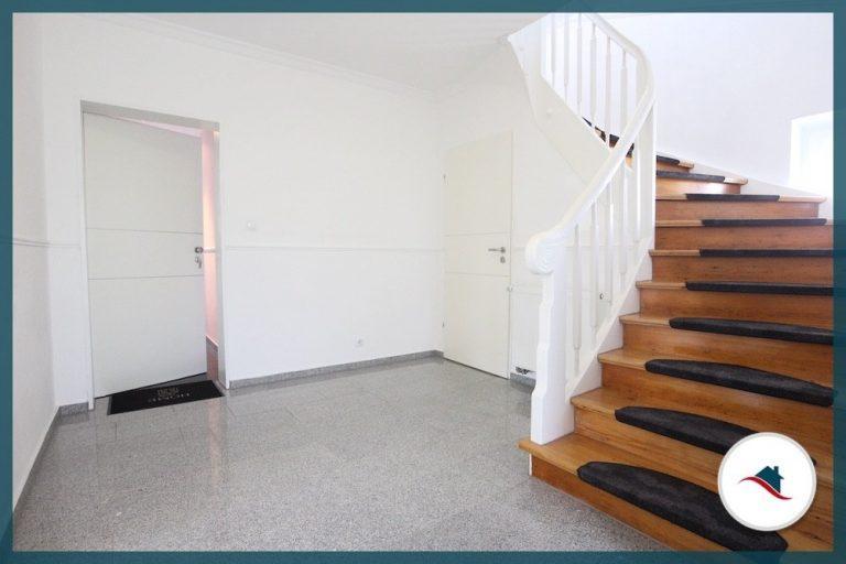 Etagenwohnung-Diedorf-Flur-Treppe