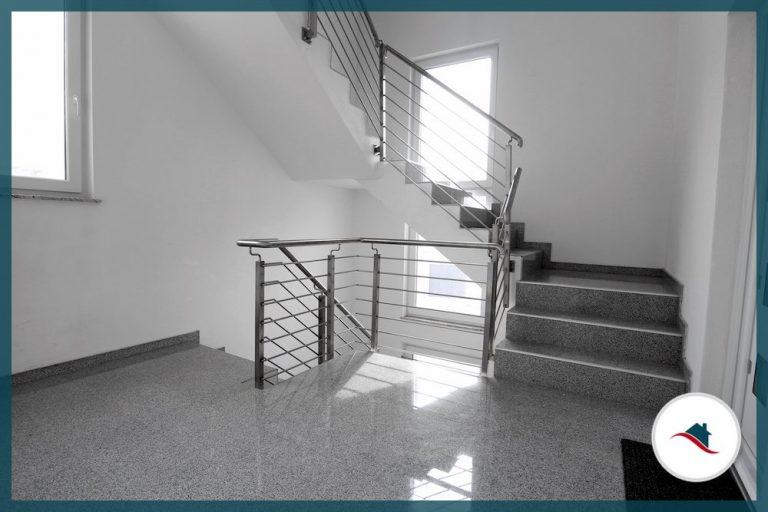 Etagenwohnung-Krumbach-Treppenhaus