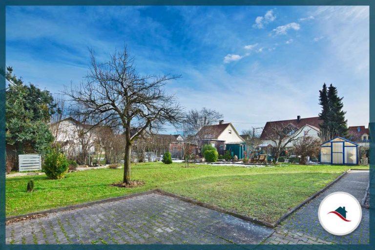 Zweifamilienhaus-Meitingen-Garten